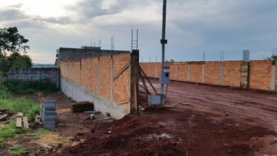 Quanto vai custar minha obra? Foto de aterro com muro de arrimo.